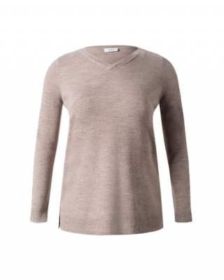 Пуловер бежов шпиц